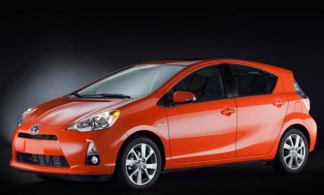 2013_Toyota_Prius_C_1_front