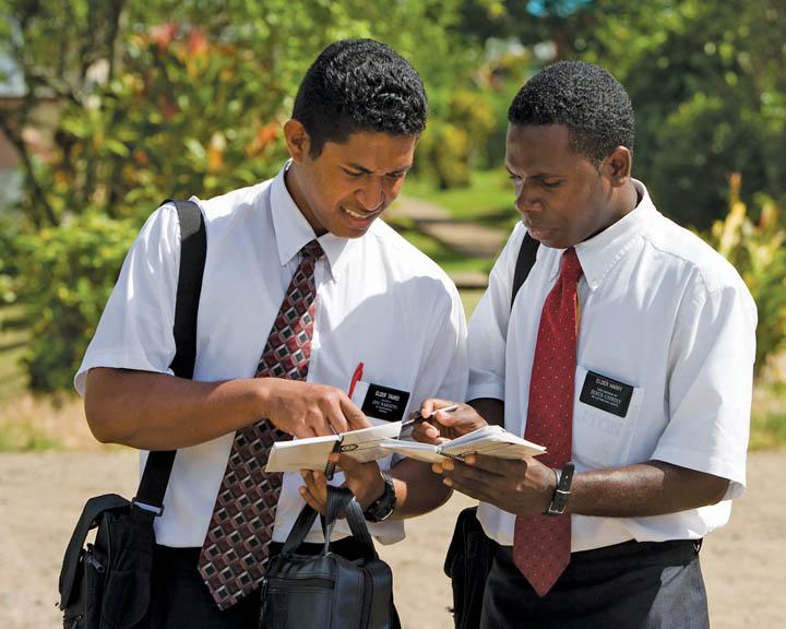 Elder Hallstrom, Mormon Tabernacle Choir hold special ...  Mormon Elders Meeting